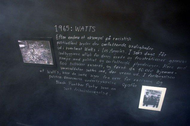 Små tekster præsenterer historiske oprørske og revolutionære begivenheder - lovligt kort og løsrevet. Pressefoto.