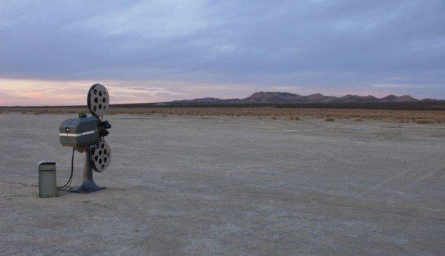 Melik Ohanian: Invisible Film, 2005. (pressefoto). Ét værk blandt flere på udstillingen, der dekonstruere ideen billedets håndgribelighed.