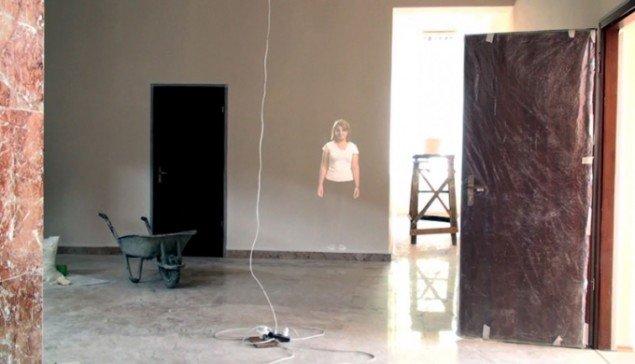 Eva Koch: Portrætter fra Bina, 2010 (under installationen). Permanent lyd- og videoinstallation til kulturhuset i Bina, Azerbaijan. (Foto: Stefan Wrenfeldt)