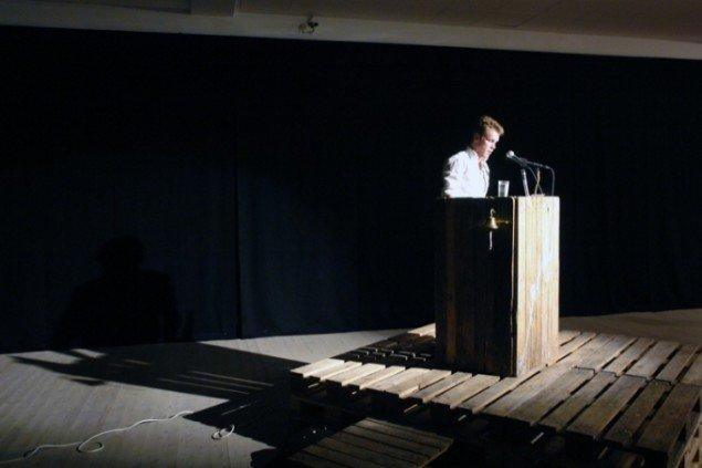 Fremførelse af talen Postpetrolism was heralded here . Foto: Jens Møller Sørensen