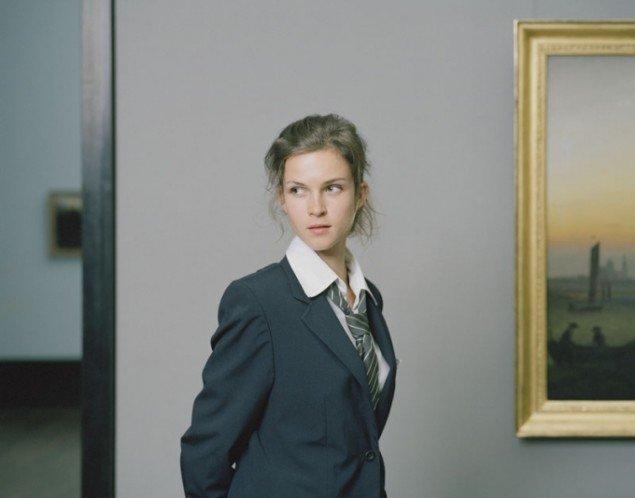 I Kristleifur Björnssons billedserie Besides Picasso – Berlin, 2009, har kunstneren taget billeder af kvindelige kustoder uden deres viden.