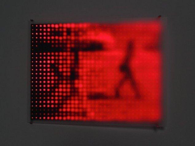 Jim Campbell: Church on Fifth Avenue, 2001. Custom elektronik, 768 LED'er, behandlet plexiglas. (Foto: Sarah Christianson, udsni)
