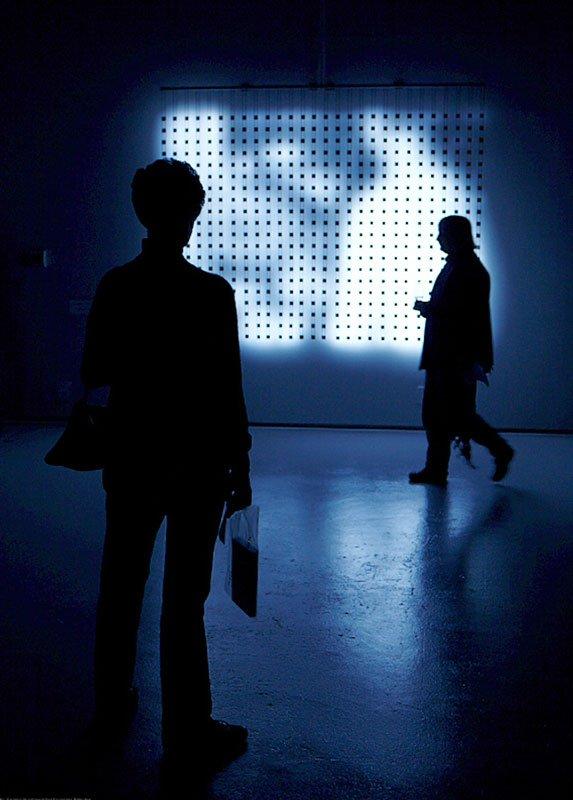 Installationsview, Jim Campbell: Material Light. Og her værket Home Movies, 2011. (Foto: Karsten Bundgaard)