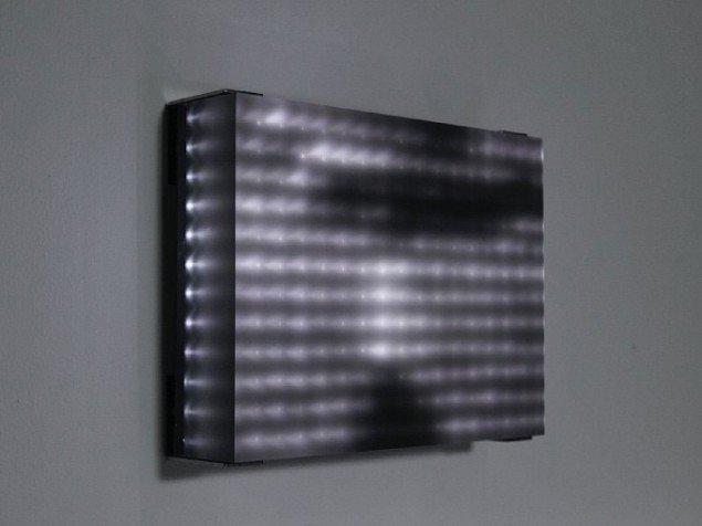 Jim Campbell: Reconstruction 1, 2002. 192 LED'er, støbt plastik. (Foto: Sarah Christianson)