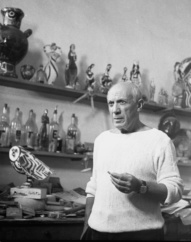 Picasso med ugle, Le Fournas, Vallauris 1953. (Foto: André Villers).