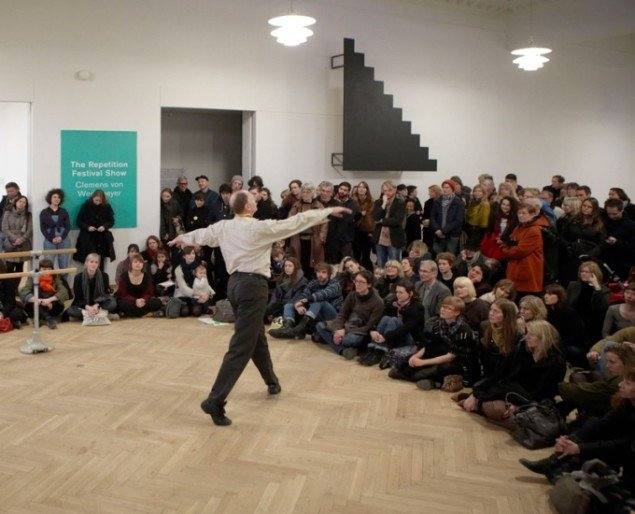Nina Beier: Adam Lüders i Nina Beiers performance, 2011 (Foto: Anders Sune Berg)