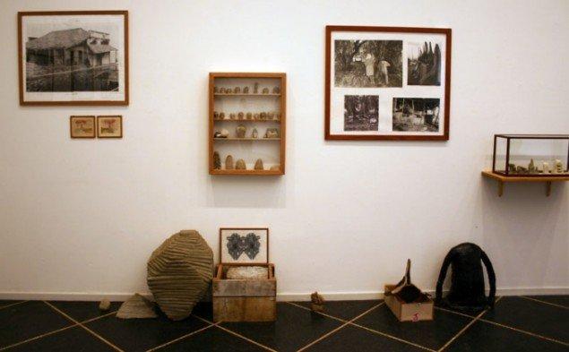 I udstillingens tredje rum mimes museet og samlingens fremvisning af verdens seværdigheder. Foto: Kristian Handberg.