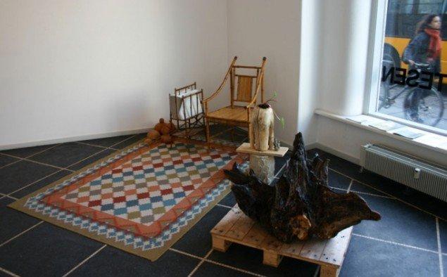 Det eksotiske i dagligstueformat. 'Avis Installation', 2011. Foto: Kristian Handberg.