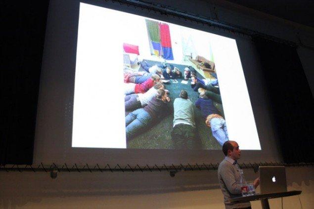Nils Norman præsenterer ved konferencen Utopia Revisited (Foto: Carl Martin Faurby).