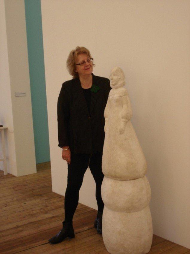 Lene Burkard i udstillingen Tavshedens Tableaux. Foto: Kunsthallen Brandts.