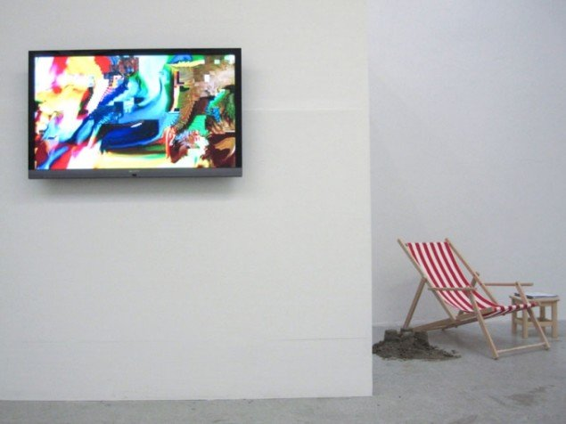 Installationview: Monster Movie og I baggrunden anes David Horvitz' værk Public Access fra 2011. (Foto: IMO-projects)