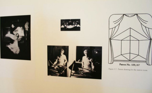 Avanceret inspiration: Til højre Loïe Fullers spejlscene, dernæst portrætter af Eileen Gray og Hannah Höchs selvportræt øverst. Foto: Kristian Handberg.