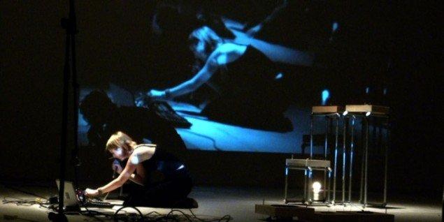 Lesley Flanigan: Amplifications. (Museet for Samtidskunst)