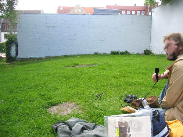 Sådan er graffitimuren kommet til at se ud efter at en autoriseret maler har svunget penslen.