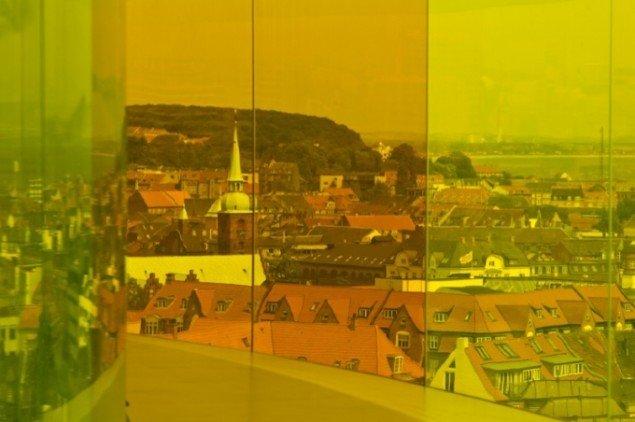 De fravede glas svøber Aarhus i alle regnbuens farver. Foto: Ole Hein Pedersen