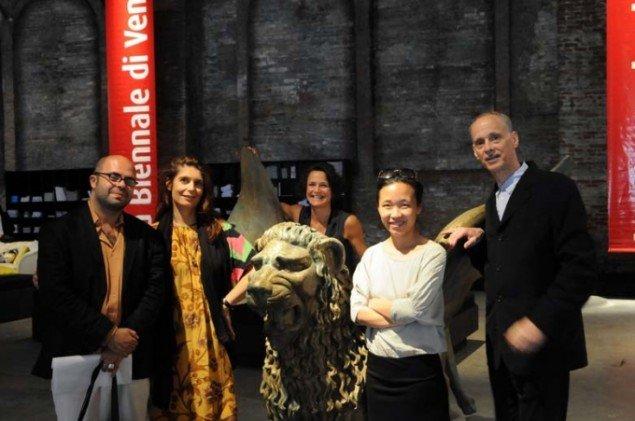 Juryen bag den 54. Venedig Biennale: Hassan Khan, Christine Macel, Letizia Ragaglia, Carol Yinghua Lu, John Waters. (Foto: la Biennale di Venezia)