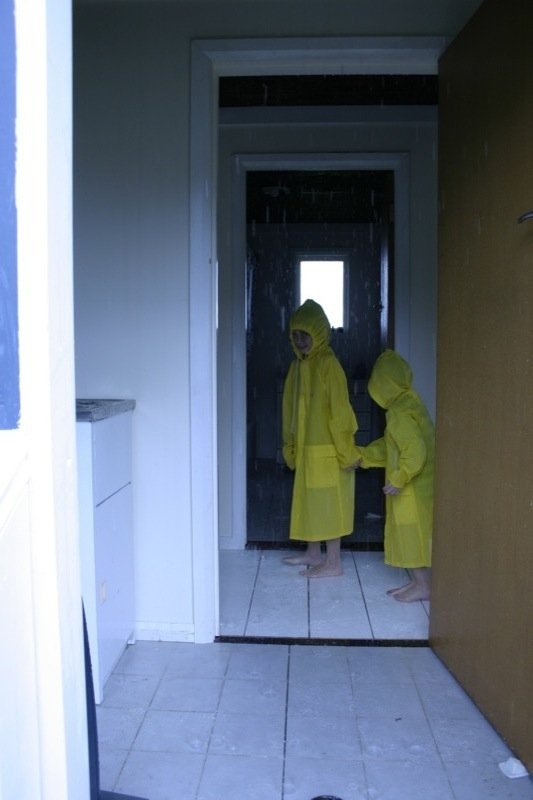 The Glue Societys hus hvor det regner indenfor I wish you hadn't asked. Foto: Anne Mette Thomsen
