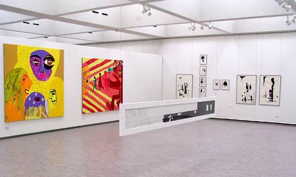 Fra udstillingen. Der ses værker af Linda Bjørnskov, Katrine Ærtebjerg og Vibe Bredahl.
