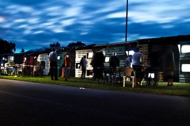 Kunstnergruppen Wooloos værk New Life Horbelev var et socialt eksperiment, hvor landsbyen Horbelevs beboere i stedet for at se TV, i fællesskab gik sammen om at bygge en skulptur. (Pressefoto/Tumult)