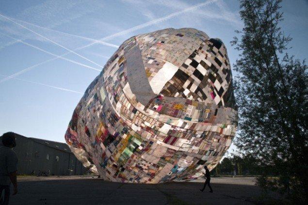 Thomas Saraceno: Museo Aero Solar, 2011, Roskilde Festival 2011. (SMK Pressefoto)