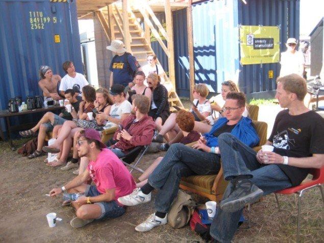 Også festivalgæster kan lide at blive oplyst. (Foto: Mette Garfield)