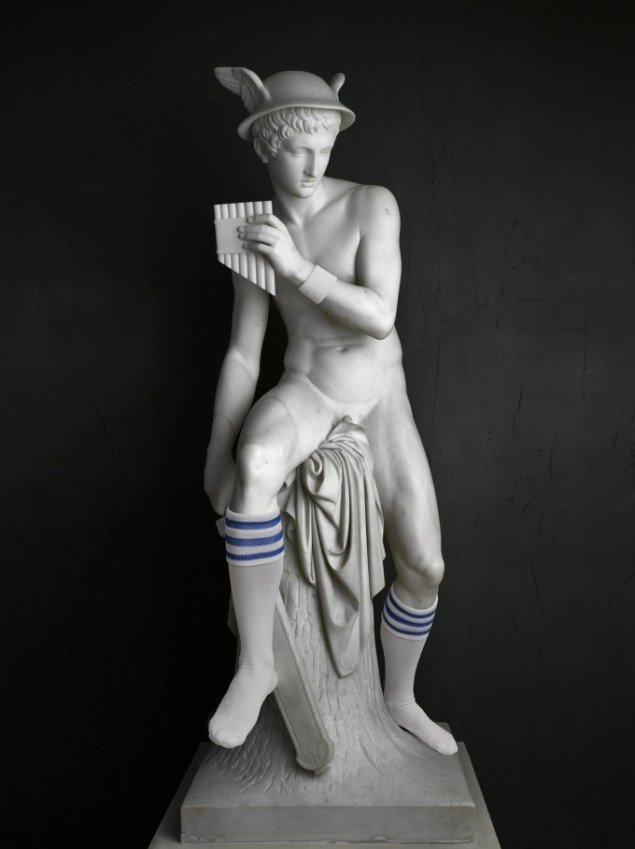 Elmgreen & Dragset: Mercury (Socks), 2009. Foto: Galleri Nicolai Wallner.