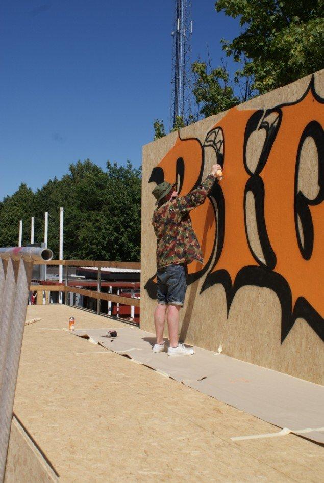 Ben EINE har op til flere assistenter til at hjælpe ham med det omfattende arbejde på årets Roskilde Festival. Foto: Nanna Skov