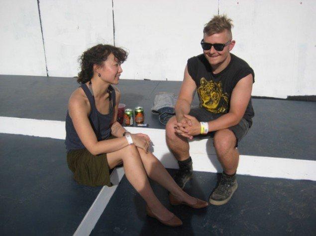 Annesofie Sandal og Simon Nygaard udenfor Absolut Illusion Bar. (Foto: Mette Garfield)