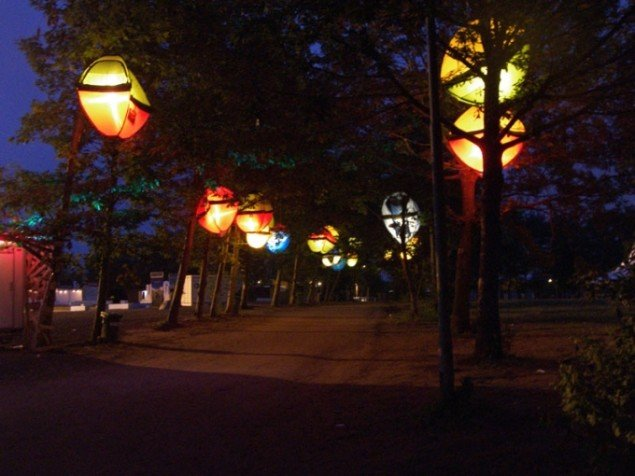 UltraGrøns telte om natten på Roskilde Festivalen. (Foto: Solveig Lindeskov Andersen)