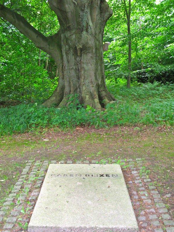 Karen Blixens grav i Rungstedlund. (Foto: Karen Johanne Bruhn)
