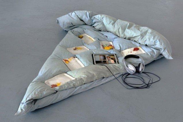 Michele Pagel: El Calzone, 2011. Fire introduktioner til kunstnerens værker. (Foto: Tobias Selnaes Markussen)