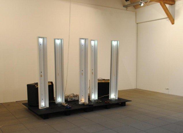 Lars Lundehave Hansen: Electric Light Orchestra (2011), installation med neon-rør. Foto: Bente Jensen.