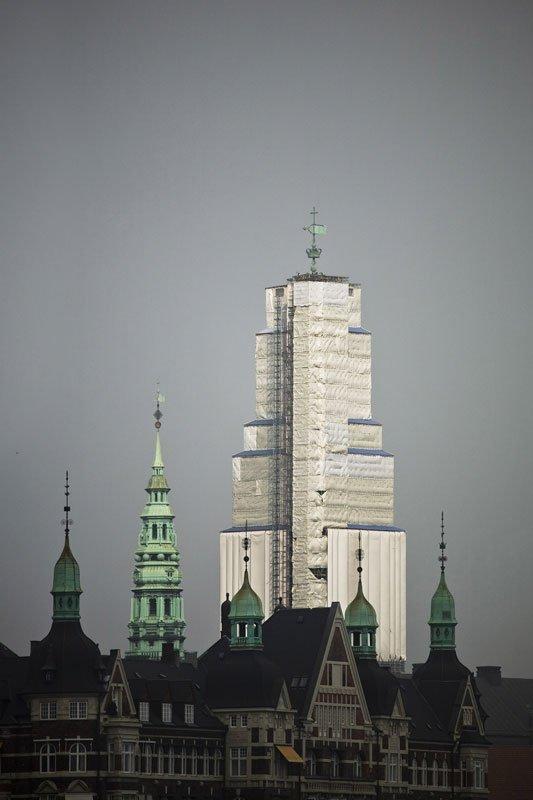 Christiansborg Slotstårn, set fra Langebro, tirsdag d. 16. oktober 2007, kl. 13:41. (Foto: Kontraframe)