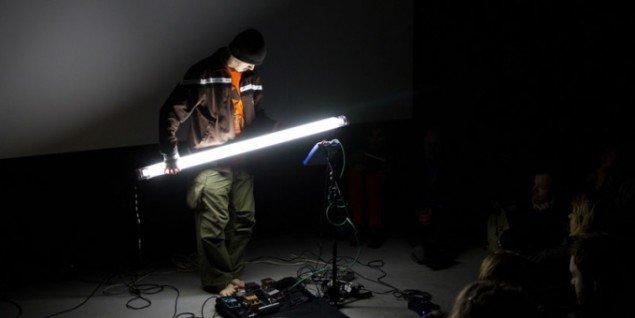 Atsuhiro Ito: Optron live performance. Foto: Museet for Samtidskunst, 2011