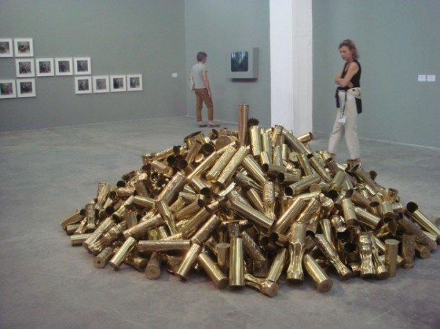 Installationsview: Kris Martin Obussen II , 2010. (Foto: Judith Schwarzbart)