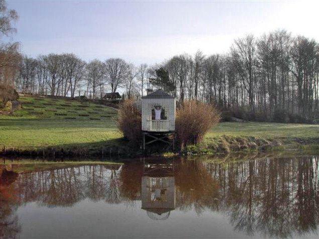 Lars Vilhelmsen: Still: History is not Forgiveness, Lysthus [in recidence] Tankefuld. 2007. Foto: Lars Vilhelmsen.