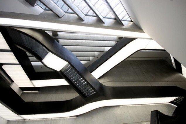 Den elegante hall i MAXXI giver mindelser om et slags sci-fi interiør. Foto: Presse.