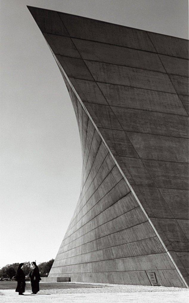 Kirken Sct. Francis de Salles, Michigan. Opført i 1964-66. Pressefoto.