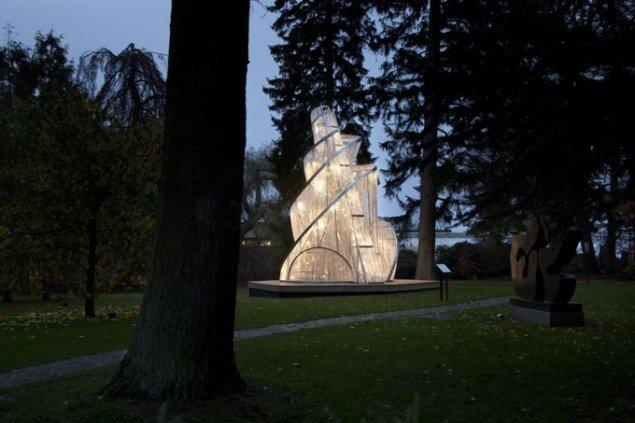 Ai Weiwei: Fountain of Light, 2007 i Louisianas skulpturpark. Foto: Brøndum/Poul Buchard