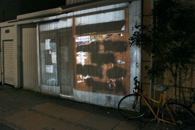 Fra Serien Relocating Architecture. Stedspecifik dia slide projektion. København 2011. Pressefoto.