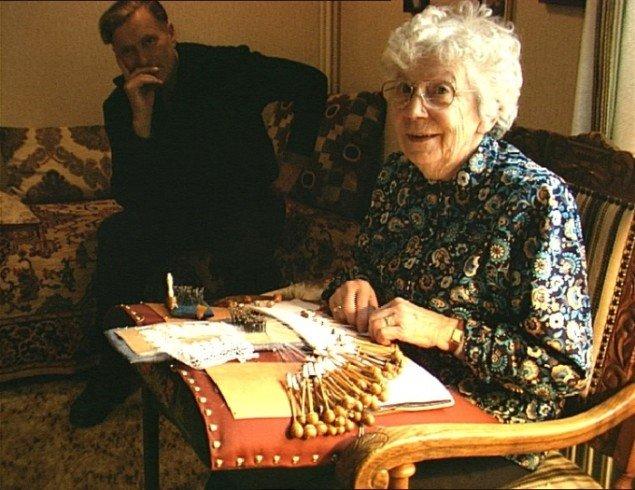 Gitte Villesen: Kathrine Makes Them and Bent Collects Them. Foto: Foto: ©Gitte Villesen 1998.