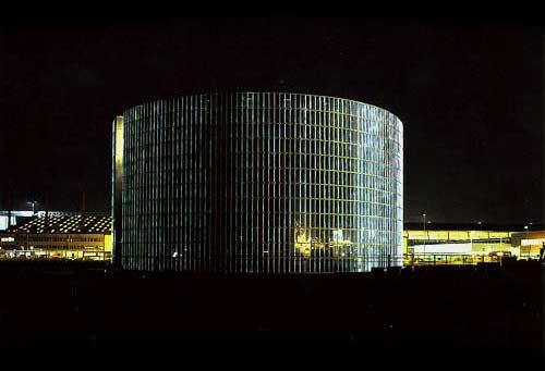 Ingvar Cronhammar: Kastrup Koblingsstation, 2000, Københavns Lufthavn. I samarbejde med Gottlieb & Paludan. Pressefoto.