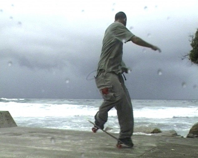 "Shaun Gladwells ""Storm Sequence(2000)"" er et 8 minutters meditativt loop."