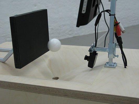 Henrik Menné: Måne uden navn, 2008, kamera, jern, ventilator, skærm, variable dimensioner (ca. 200 x 150 x 150 cm) (detalje). Foto: © Henrik Menné.