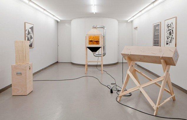 Installationsfotografi. Henrik Menné: Ting og Sager, Galleri Tom Christoffersen, 2012. Foto: Alec Due.