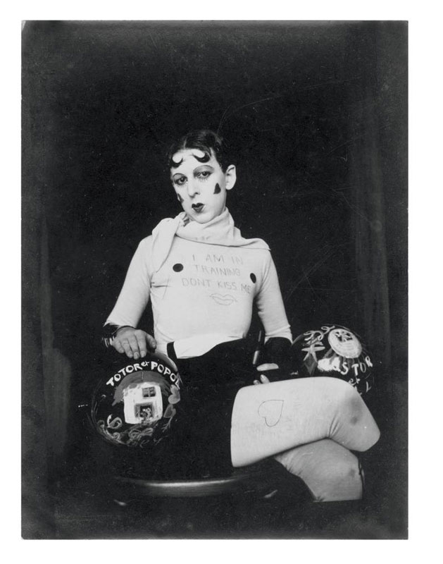 Selvportræt (som vægtløfter), Claude Cahun, 1927 (© Jersey Heritage Collections). Queerbevidsthed 60 år før tid! (Pressefoto)