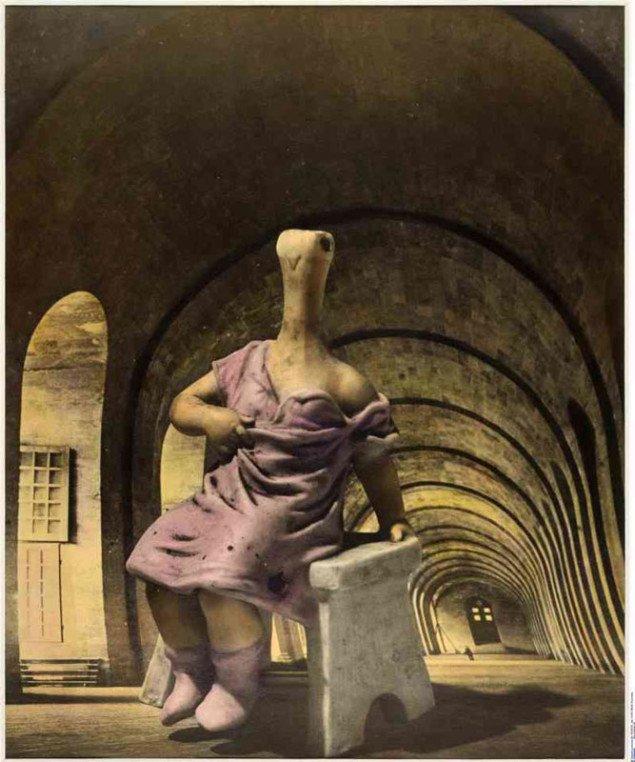 29 rue d'Astorg, Dora Maar, ca. 1936 (© Dora Maar). Et surrealistisk hovedværk betydningsfuldt navngivet efter kunstnerens atelieradresse. (Pressefoto)