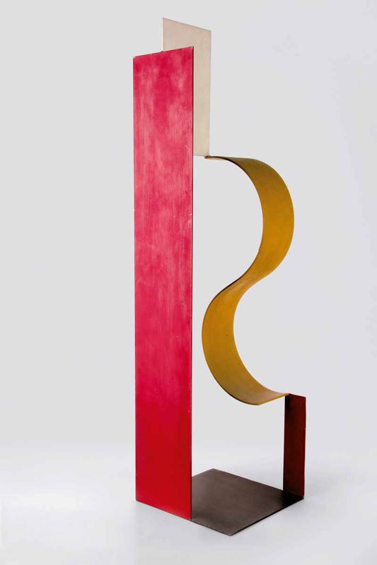 Rum-komposition, Katarzyna Kobro, 1928. De spinkle pladers rumdannende effekt i Kobros værk peger frem mod langt senere skulptur som eksempelvis Robert Jacobsens. (Pressefoto)