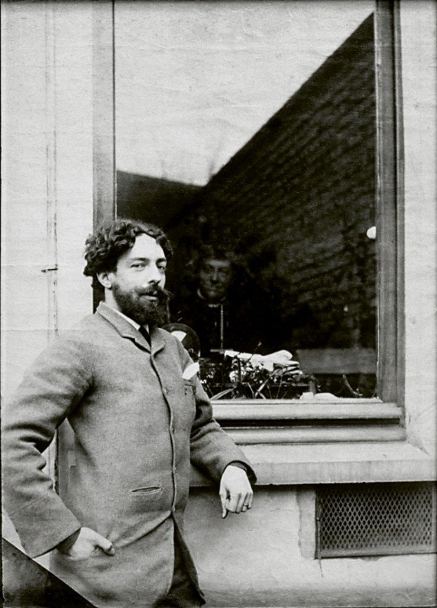 James Ensor uden for Rousseau-familiens hus i Bruxelles, 1888/89. Pressefoto.
