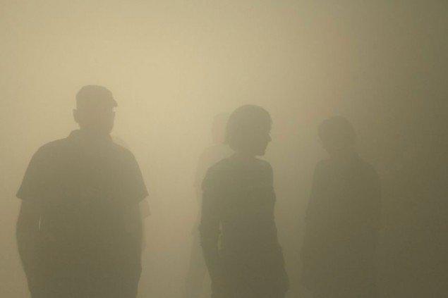 Man må benytte den proprioceptoriske sans, når man skal orientere sig i tågen. (Olafur Eliasson: Din blinde passager,installation på ARKEN, 2010, (Foto: Studio Olafur Eliasson / Tanya Bonakdar Gallery)